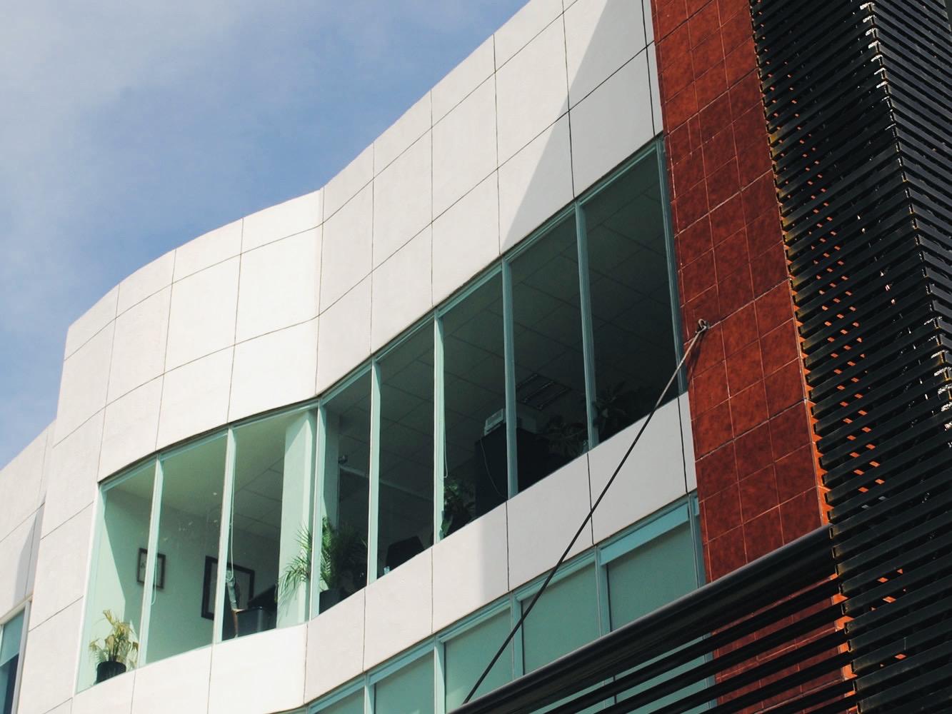 Imagen de las oficinas de Asegurando.mx empresa que ofrece seguros de vida, seguros de auto y seguros de gastos médicos mayores en Querétaro